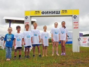 Фото с детского старта для самых маленьких «Мой первый триатлон» (считая слева направо, первый и пятый ребенок - дети Анатолия)