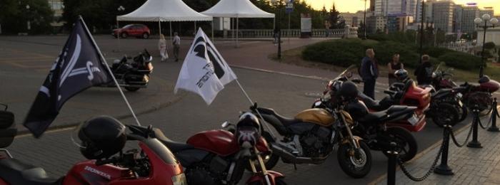 Флаги ISsoft промчались под рев мотоциклов